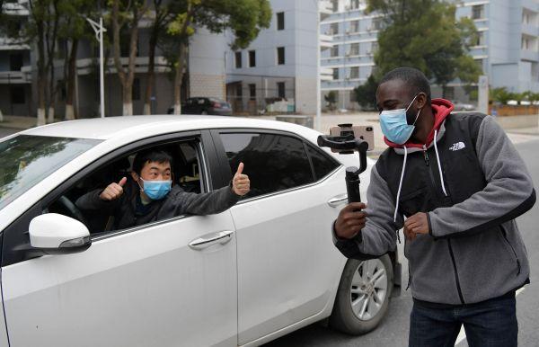 英媒称在华外国人不担心遭受歧视 强调与美国亚裔遭遇不一样