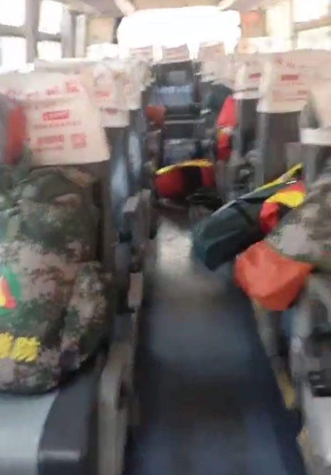 宁南扑火队司机:拉着21名队员的行李回到那宁县图片