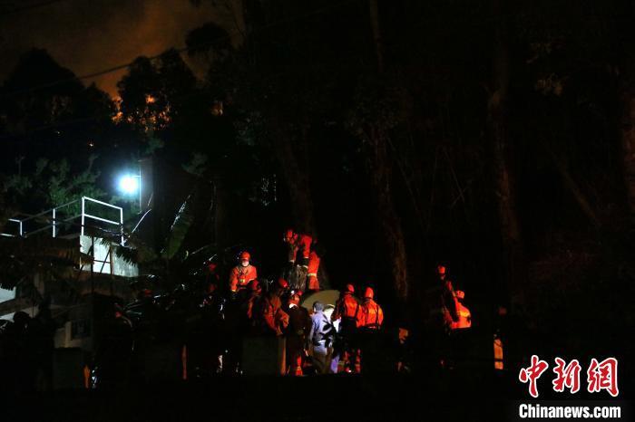 四川西昌森林火灾西线林火被扑灭 马道场口液化气站暂解险情