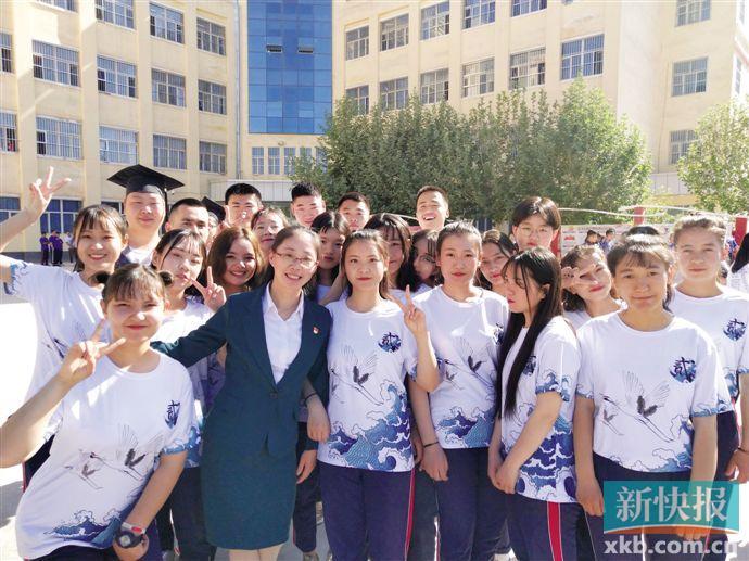 """播撒现代化教育""""种子"""" 广州援疆老师将再出发"""