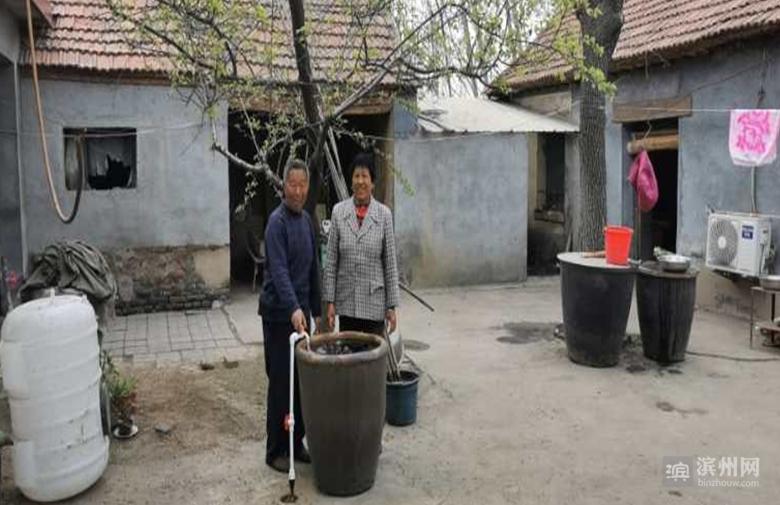 村里来了服务队  小井人喝上放心水