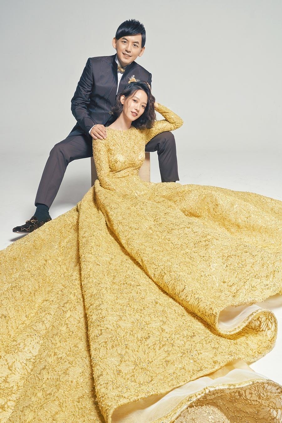 黄子佼吉时晒婚纱照 婚宴暂延明年5月