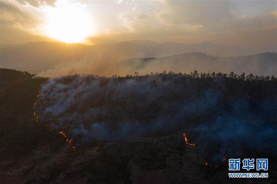 四川西昌森林大火直击图片