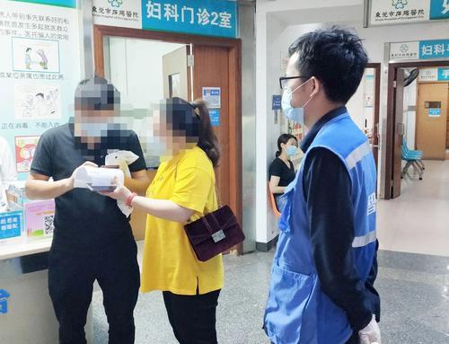 东莞石碣:网格员暖心护送居家隔离孕妇产检