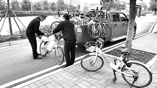 """手续还没办 共享单车""""急着""""摆上街头"""