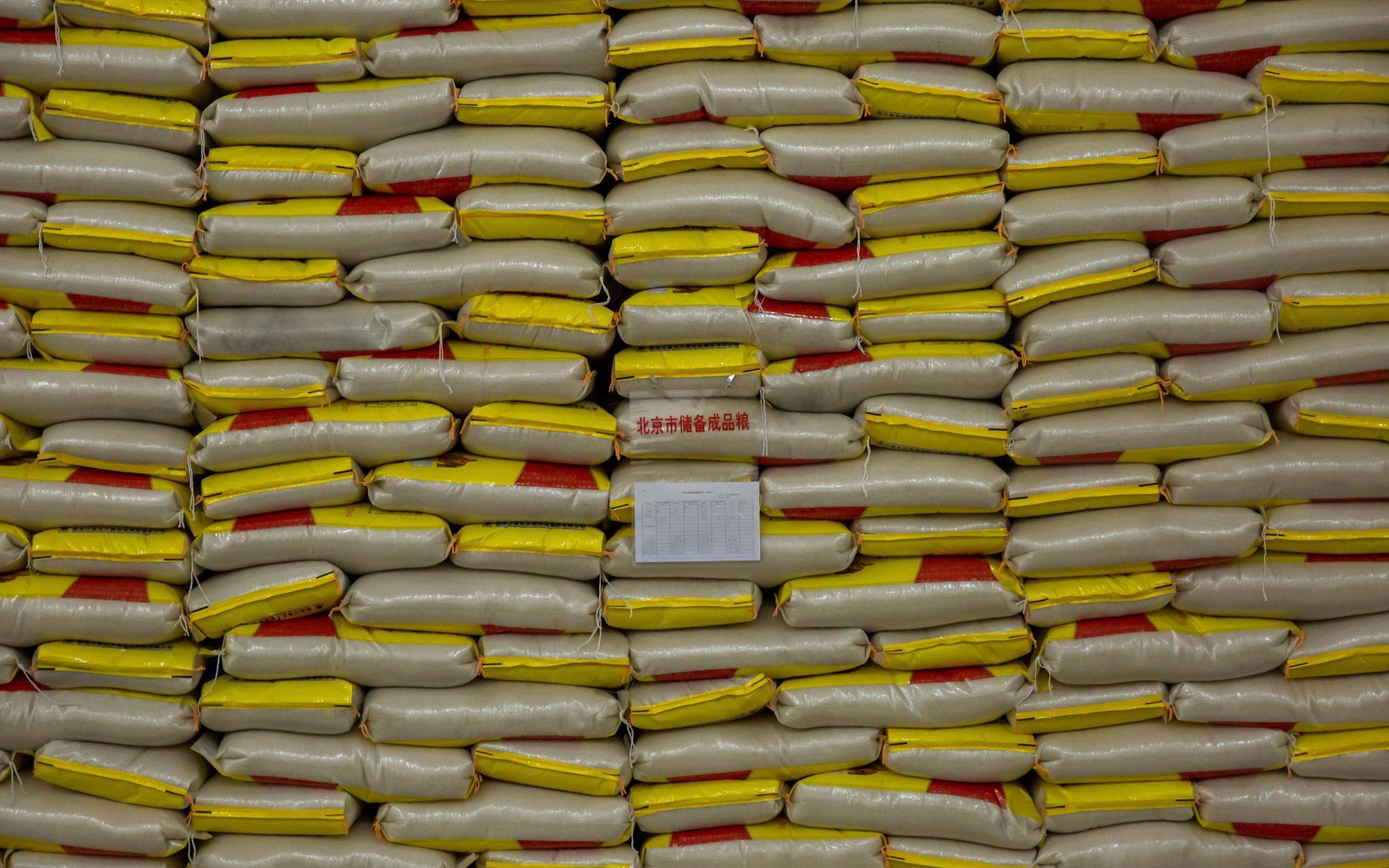 2月14日,北京市张辛粮食储备有限公司,储备粮仓库里的大米。 摄影/新京报记者 李凯祥