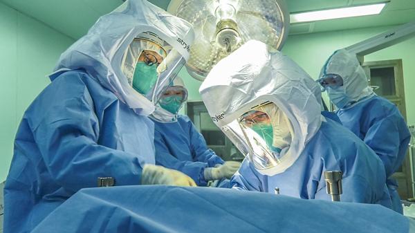 中国发布丨武汉重启病人迎来重生 同济医院完成全面开诊后首例肝移植手术