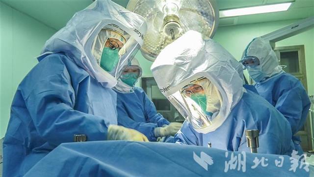 同济医院恢复非新冠肺炎患者诊疗后首例:68岁患者完成肝移植手术