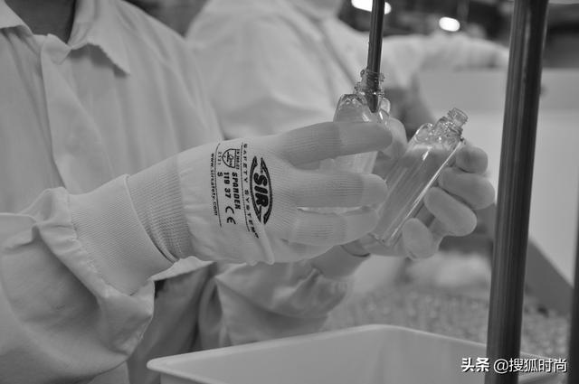 宝格丽转产消毒洗手液背后:一个月研制配方,用现存产品瓶身灌装