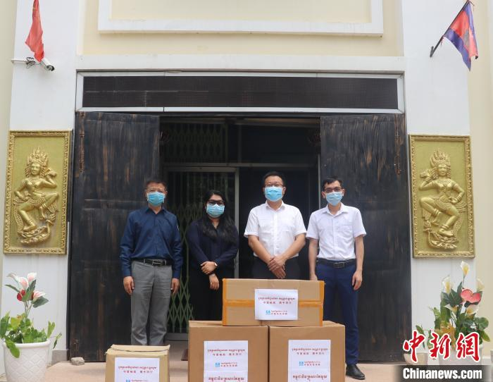 中资企业向柬埔寨皇家科学院孔子学院捐赠防疫物资