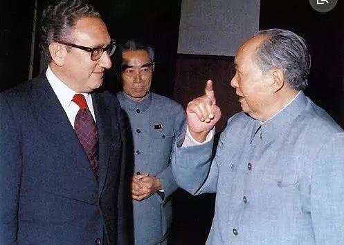 美国疫情沦陷,看看71年前毛主席对美国精准的评价!