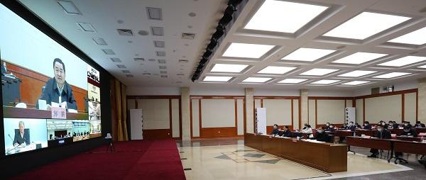 国资委:中央企业要顶住压力主动作为,守住不发生风险底线图片