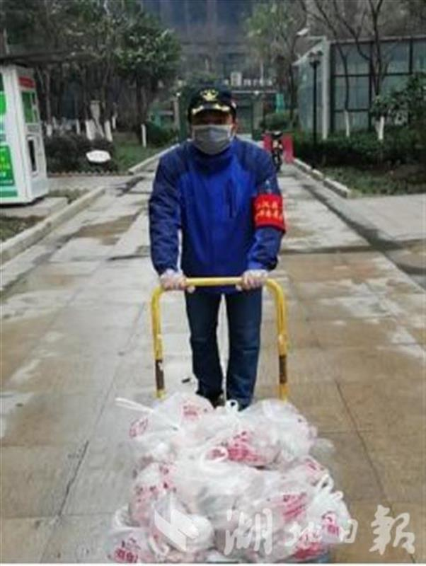 汶川救灾老兵转战多地抗疫:搬运3300斤猪肉、排查登记3836人次