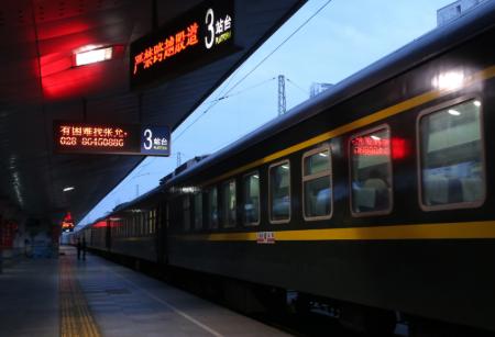 """▲4月9日,""""解封""""后首趟离汉返蓉列车K354抵杀青都站"""