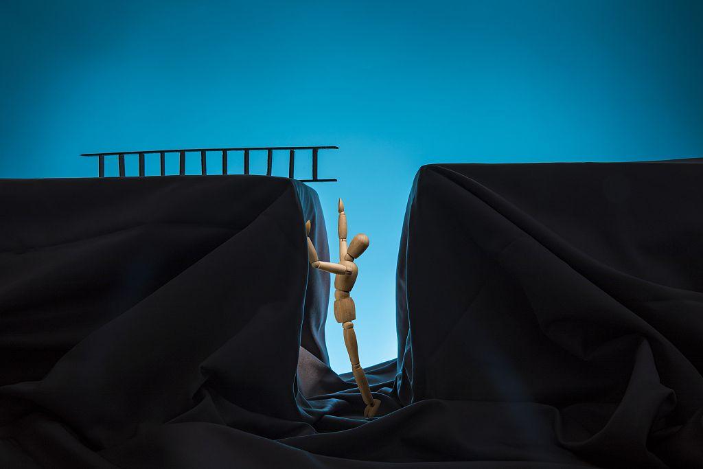"""董事长意外离世背后:一个""""改制范本""""的跨界与破产故事图片"""