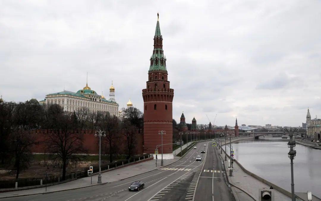 ▲当地时间4月12日,确诊病例爆发式增长后,首都莫斯科的街头静悄悄。图据塔斯社