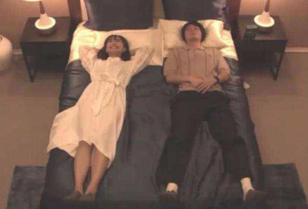 23岁日本女星和3个哥哥睡一起,我真的不适了……