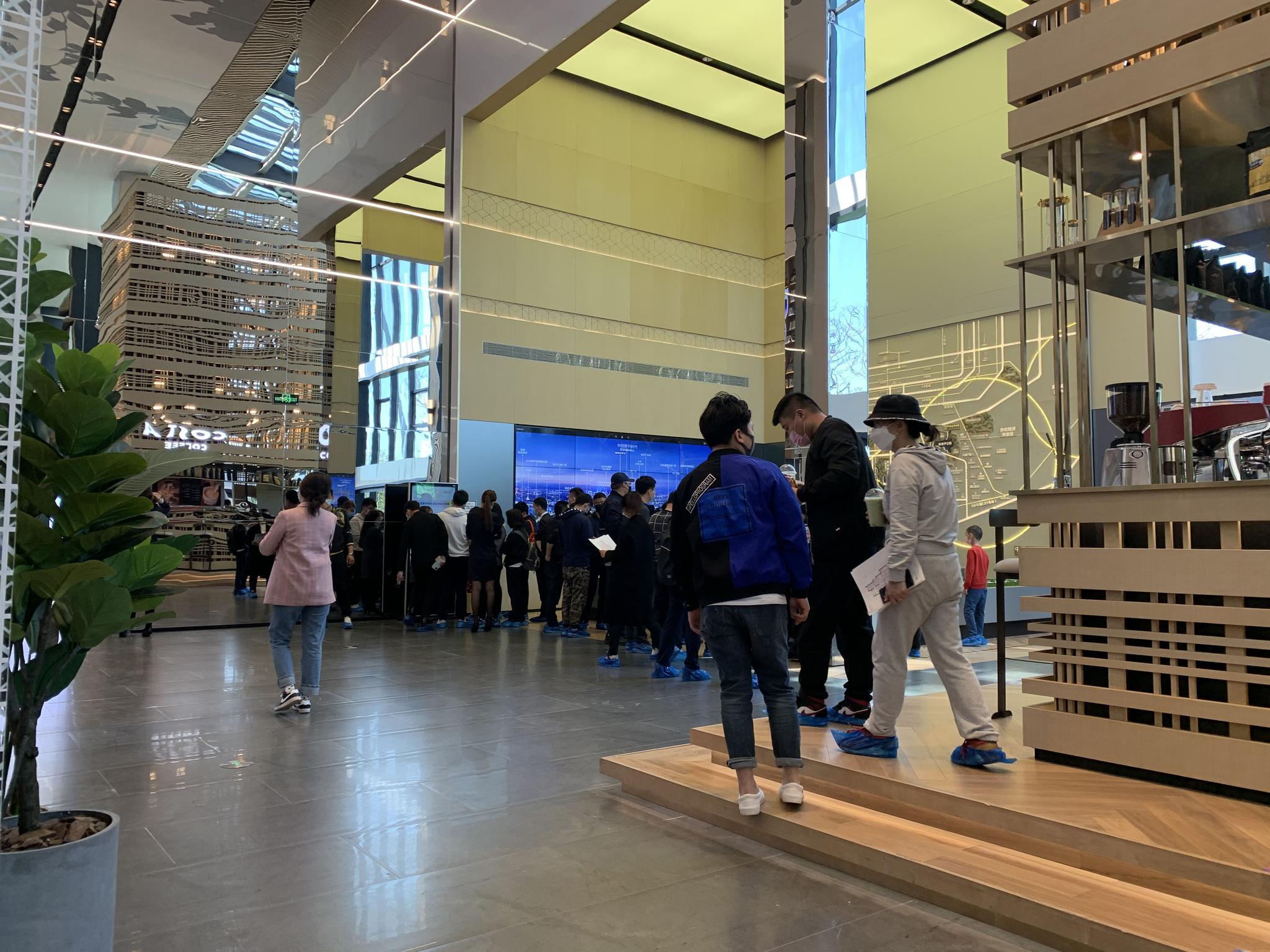 「彩票代理」排长队彩票代理北京多个售楼处图片