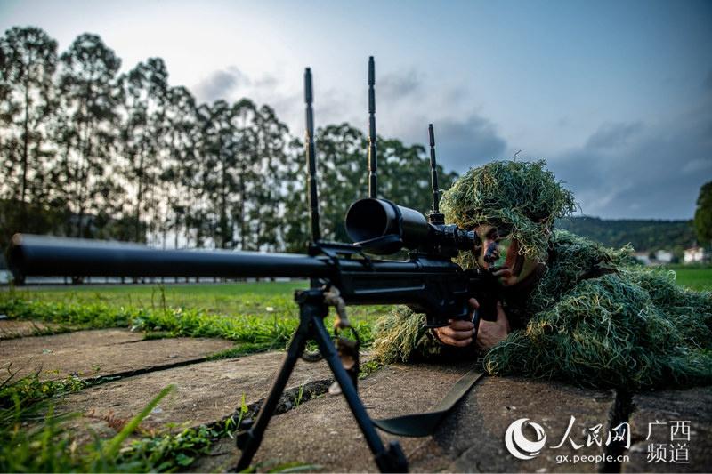 广西武警狙击手养成记:一个姿势保持几个小时(图)