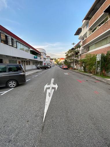 断路器措施期间空荡的新加坡街道
