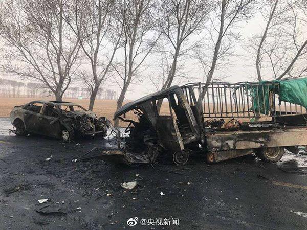 吉林乾安交通事故致11死5伤 现场