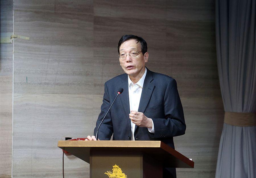 刘世锦:救助重点应是低收入人群 建议补贴一个月收入图片