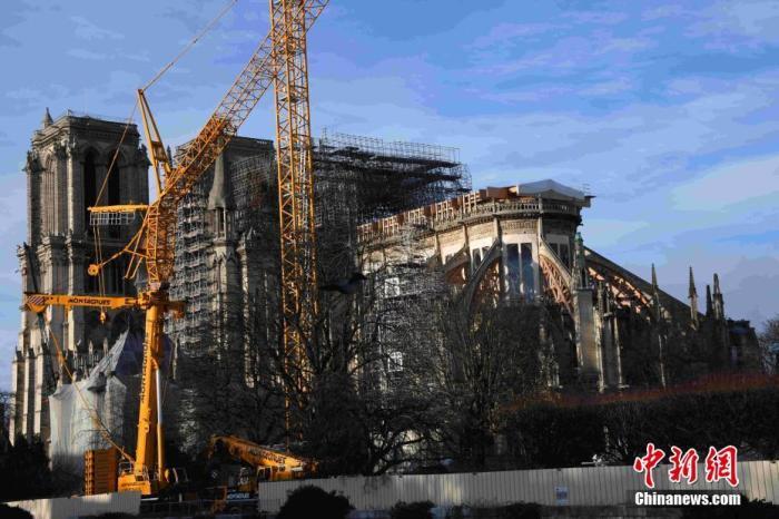 资料图:当地时间2019年12月22日,巴黎圣母院修复工作紧张进行中。中新社记者 李洋 摄