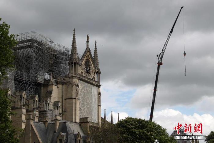 资料图:当地时间2019年4月27日,巴黎圣母院应急保护工作加紧进行。中新社记者 李洋 摄