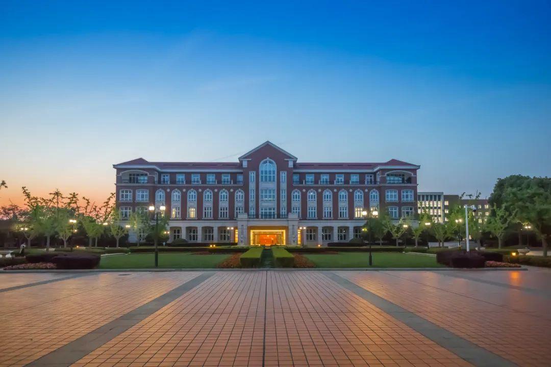 上海交大博士自述开挂人生路:科研水平惊呆导师、辞职创业公司估值5亿