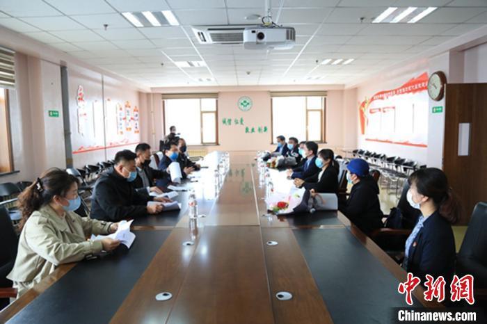延吉市人社局在延吉市医院座谈 延吉市委宣传部供图