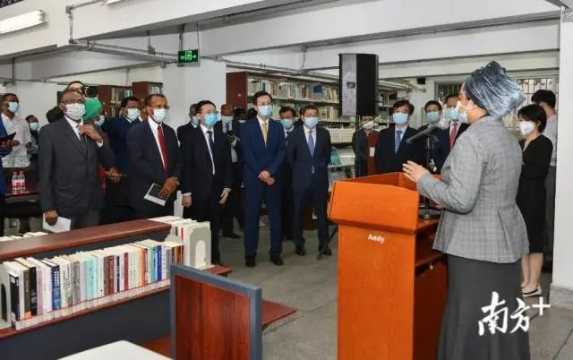 非洲国家驻穗领团团长、马里驻穗总领事艾丽玛·加库致辞。