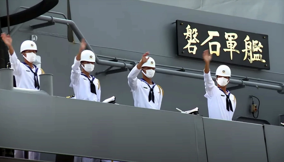 """""""磐石""""舰上的台军士兵 图自台媒"""