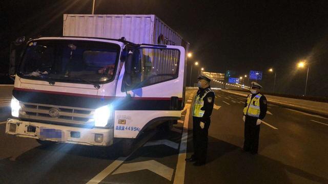 武汉交警将依法严处电动自行车、大客车、货车闯行城市快速路及桥隧的行为