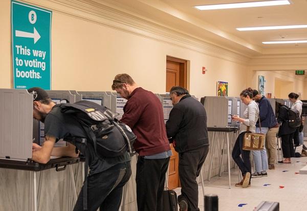 美国民主党主张邮寄选票 共和党反对 实际操作也有挑战