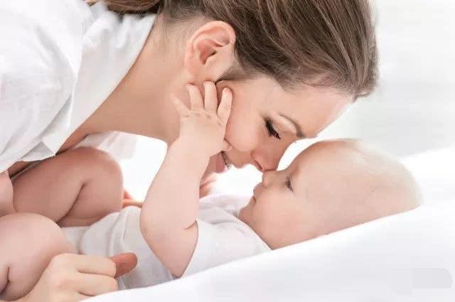新生儿抚触时可能存在哪些误区?家长应注意哪些方面?