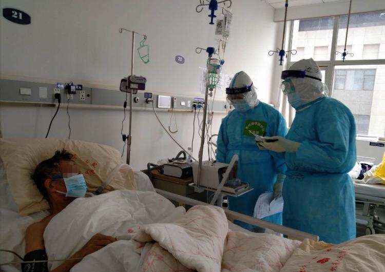 """战""""疫""""群英谱丨支援武汉54天!他多次从死神手中抢回心脏骤停、呼吸衰竭的患者"""