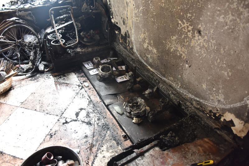 ▲2401房入户玄关神龛,火灾事故起火点