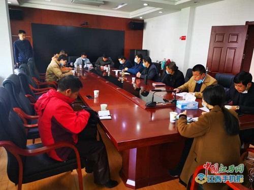 多家媒体聚焦浮梁县水利局打击非法采砂典型做法