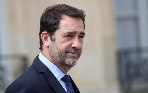 法国内政部长:疫情期间开出359000张罚单