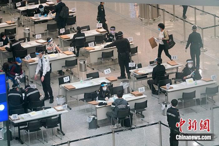 香港20日起向机场抵港无病征者多派发一个唾液样本瓶图片