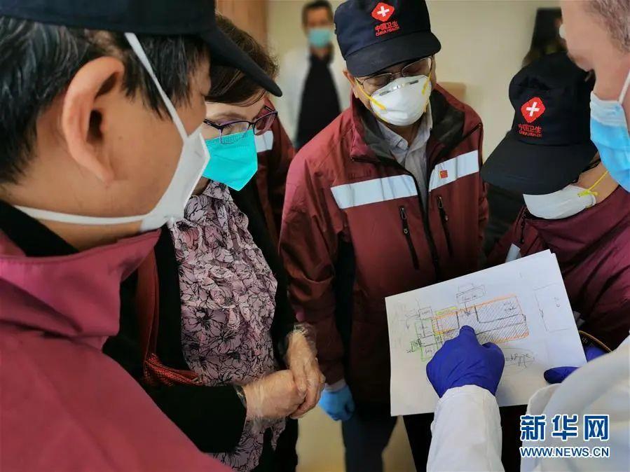 4月10日,在塞尔维亚南部都会新帕扎尔,中国赴塞尔维亚抗疫医疗专家组领会本地医院疫情防控、门诊预检分诊流程等情形。3月21日抵达塞尔维亚都城贝尔格莱德后,专家组没有苏息过一天,3个礼拜的时候,从南到北,走访了7座都会、22家医疗机构,召开了15场交换会、9场讲座,足迹险些笼罩了塞尔维亚全部泛起疫情的区域。新华社发(中国赴塞尔维亚抗疫医疗专家组供图)