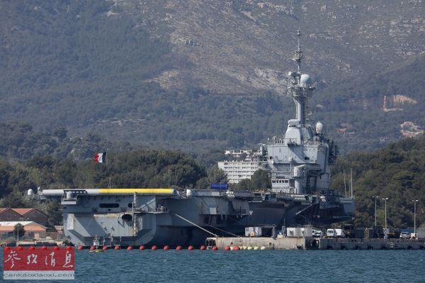 """资料图片:""""戴高乐""""号航母停泊在法国土伦海军基地。(路透社)"""