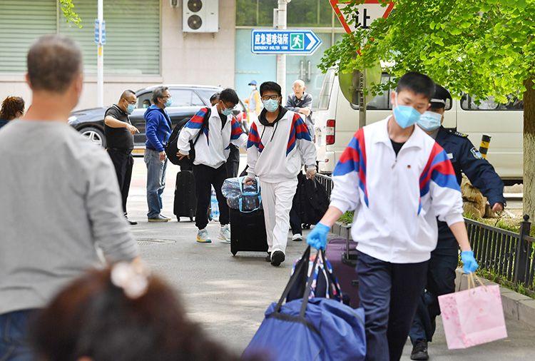 【摩天登录】京首批摩天登录高三学生返校第图片