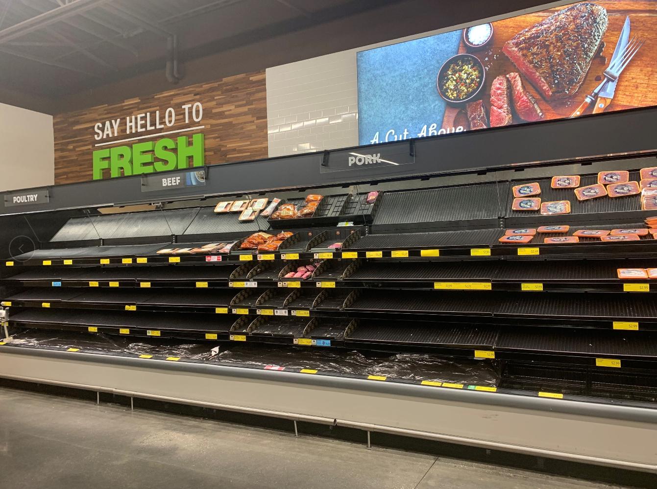 美国伊利诺伊州的一处超市 肉制品货架上空空如也 图源:社交媒体