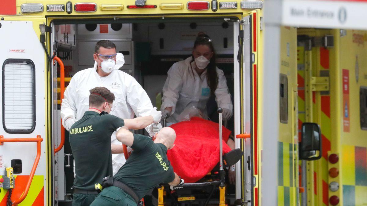 ▲英国成为全球第五个死亡人数超过2万的国家。图据《标准晚报》