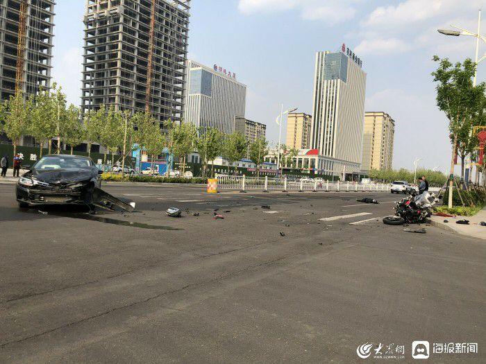 垦利区发生一起交通事故 轿车与摩托车相撞