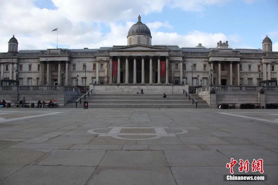 图为疫情下,空旷的伦敦市中心特拉法加广场。中新社记者 张平 摄