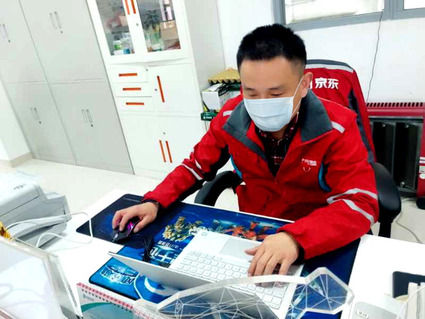 """99人""""物流天团""""获中国青年五四奖章:不能让医护断粮图片"""