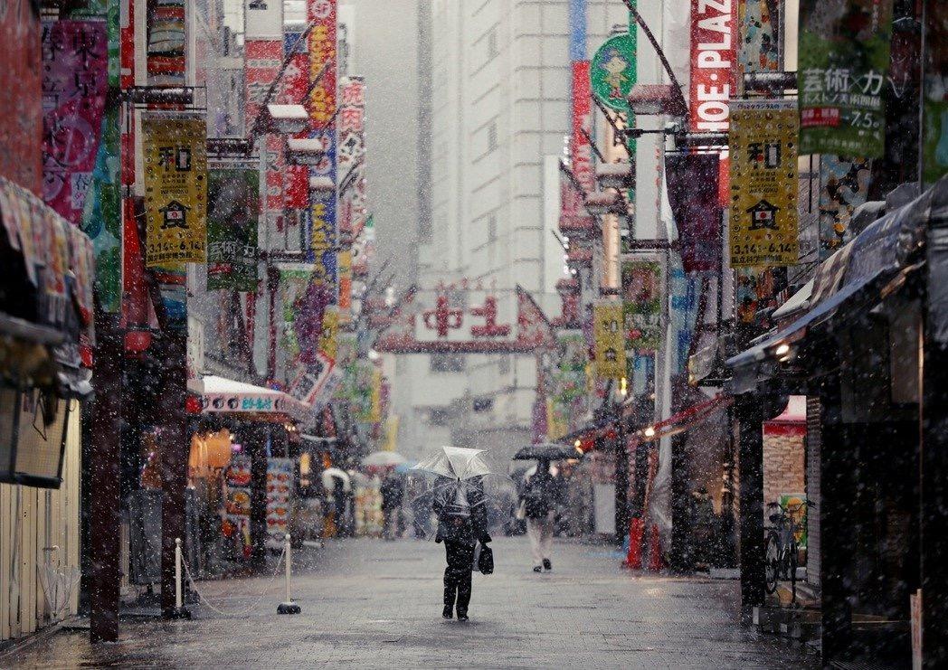 """东京或处于""""大暴发边缘"""",日本为最坏情况做准备"""