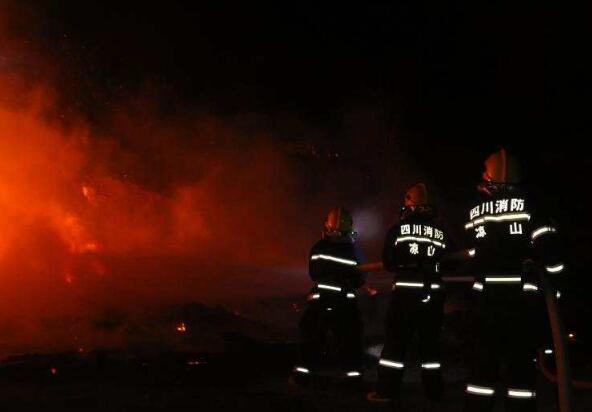 凉山消防救援支队特勤力量坚守阵地48小时